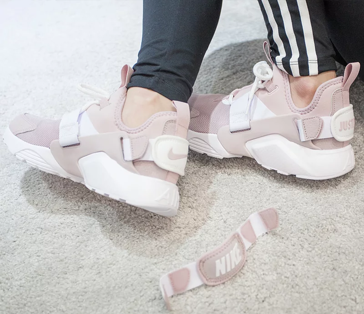 nike huarache city low pink