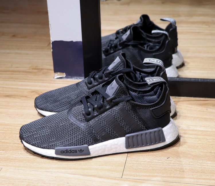 outlet store 984d7 92456 adidas nmd r1 b79758
