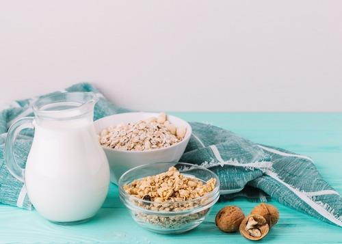 接近原型食物的穀片、麥片搭配牛奶