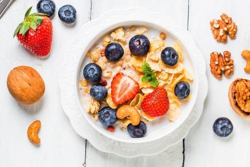 水果+牛奶+麥片,補充多元營養素
