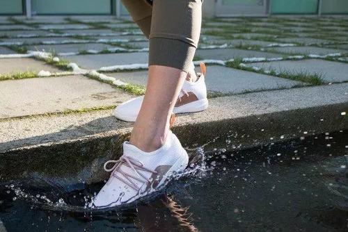 兼顧顏值和功能,居家出行必備運動鞋大比拼