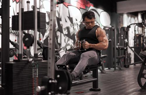 肌肉男穿搭如何顯壯又自在?Evolete讓熱狗王來示範!|Evolete Apparel
