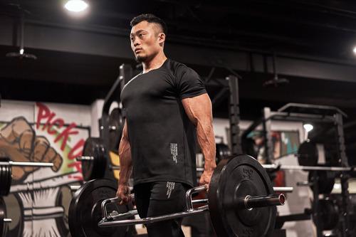 健身男穿搭品牌推薦Evolete:深蹲高彈性、除臭抗菌、專業一次搞定|Evolete apparel