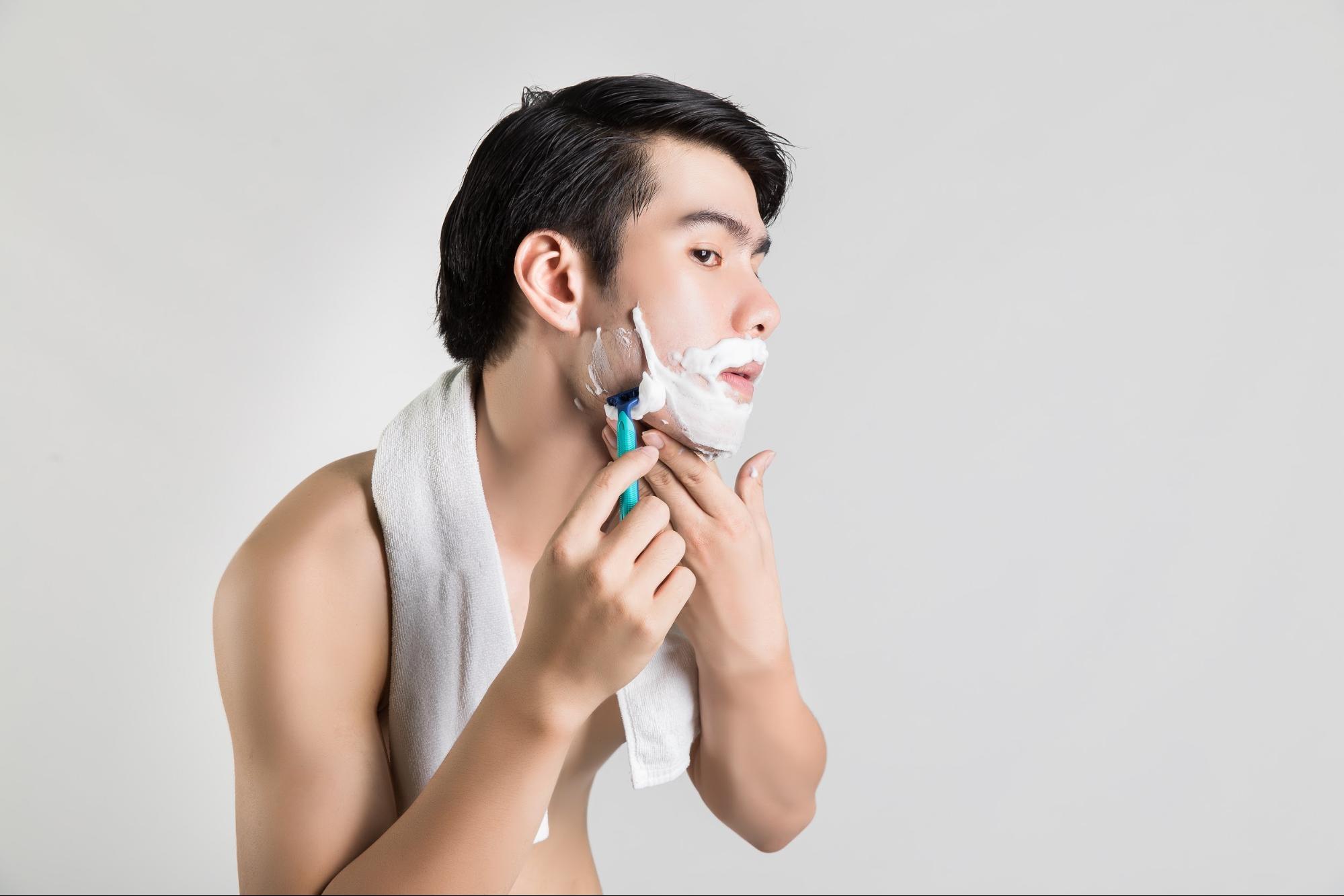 刮鬍後使用鬍後水