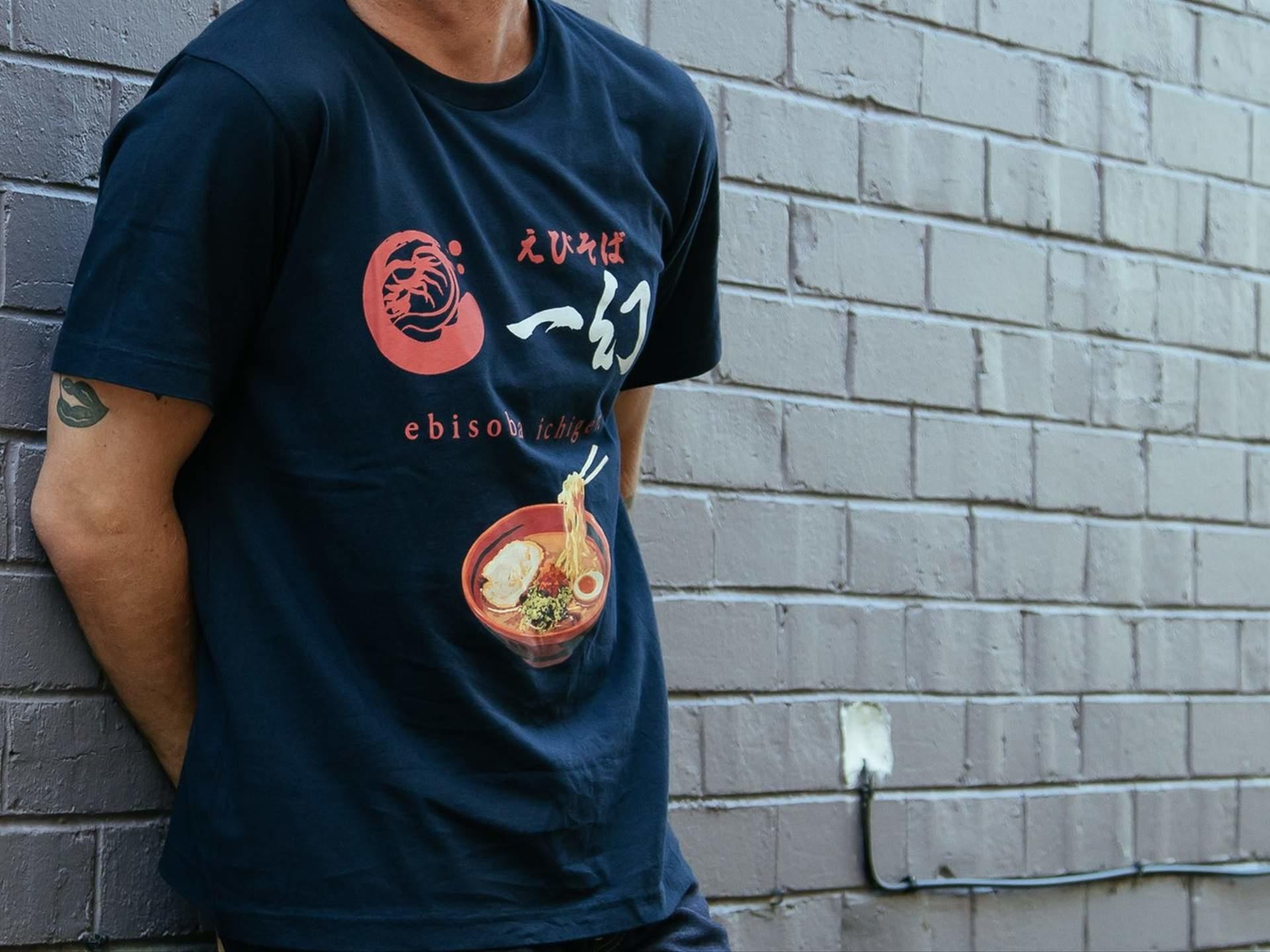 知名休閒服裝Uniqlo與6間日本拉麵店聯名推出的拉麵T-shirt