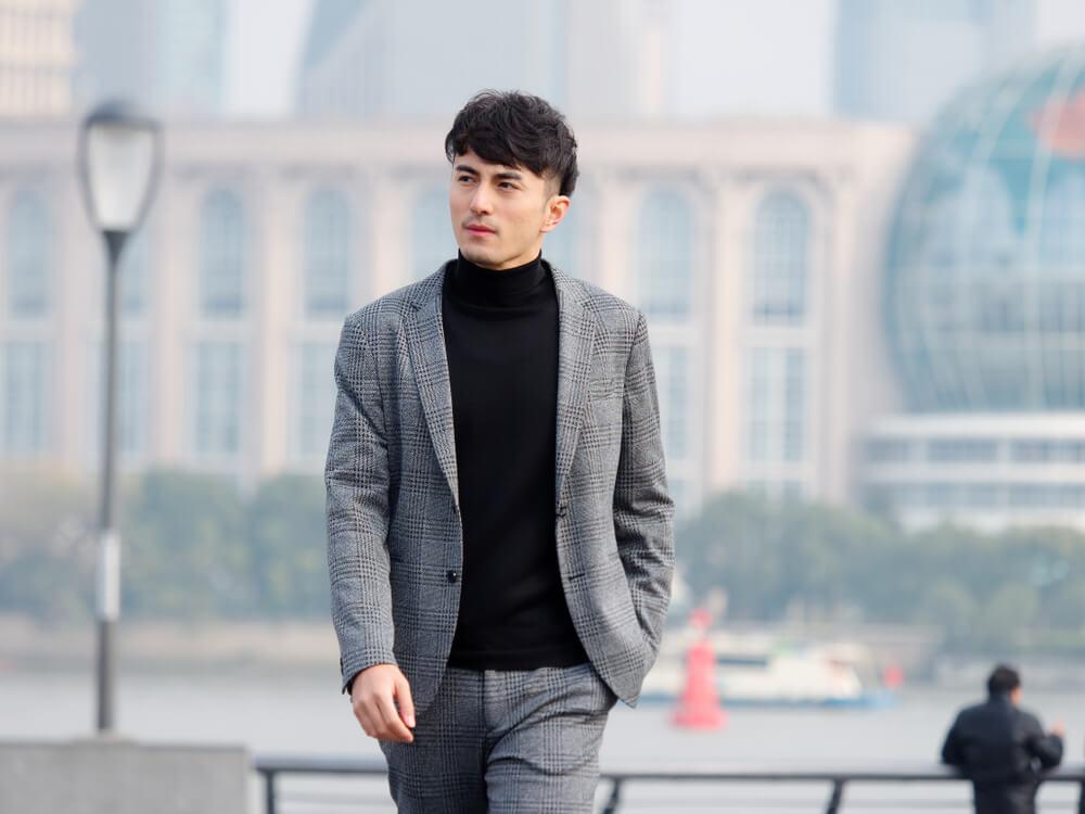 西裝外套穿搭:搭配素色內搭衣