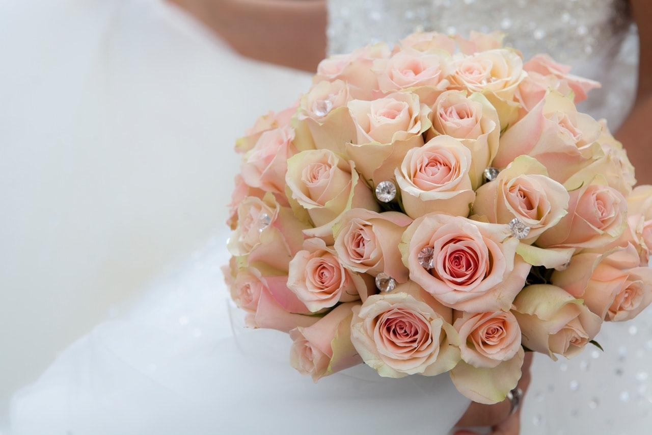 色彩繽紛嘅鮮花係點綴整個結婚過程不可或缺