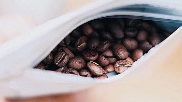 袋裝內的精品咖啡豆特寫
