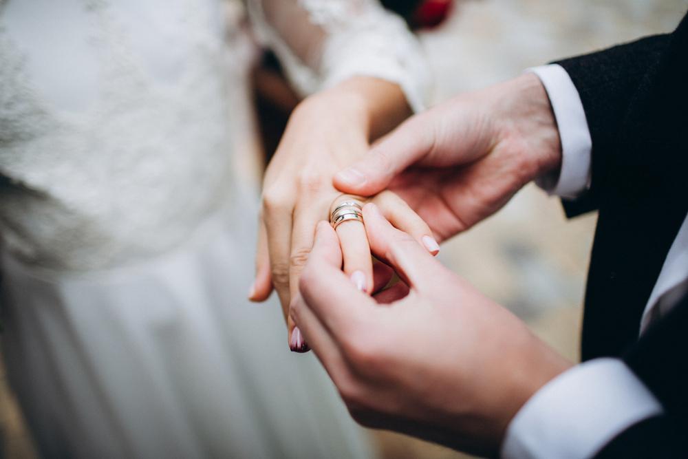 訂婚戒指和結婚戒指戴法