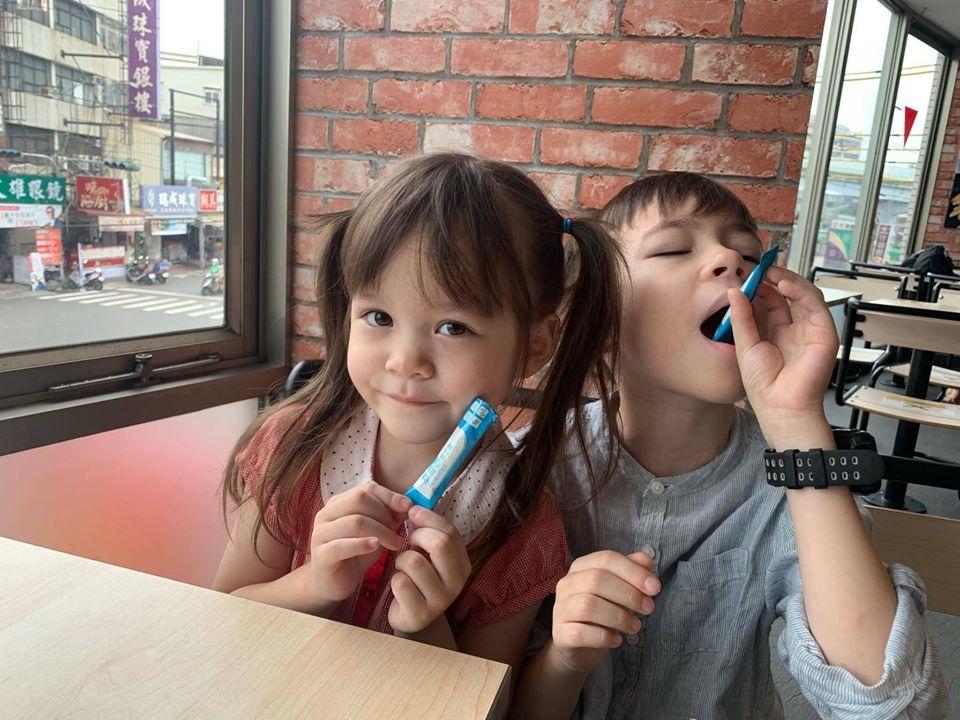 兒童益生菌推薦-台澳混血双岦兄妹-Livio & Leah好評推薦2