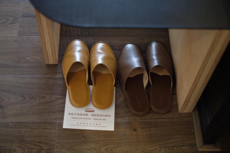 林果聯名皮革室內拖鞋
