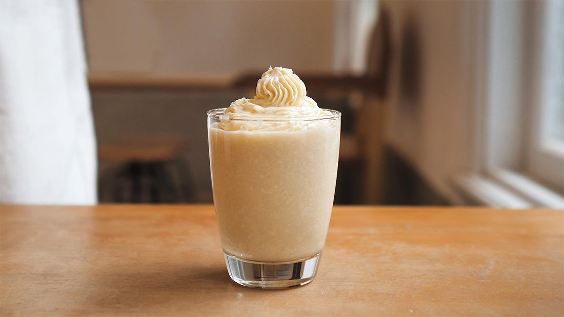 蜂蜜優格霜淇淋—當天然純淨龍眼蜜遇上優格的酸甜迸出冰涼好風味,熱浪來襲,不能錯過的健康甜蜜冰品,面對動輒30度以上的高溫,又不想只是慵懶待在家?快來看這裡!一起做杯清涼消暑的冰品抵抗熱浪來襲吧!此次採用蜂樺蜂蜜專賣店熱賣的香醇濃郁龍眼蜜,搭配滑順的優格與濃郁鮮奶油,混和出香甜濃郁的冰涼霜淇淋,在舌尖迸出甜蜜的幸福滋味,快來參考下面的食譜,讓親手做出的料理傳遞健康好心意吧!下面有蜂樺蜂蜜專賣店推薦的不同蜂蜜風味,快來挑選適合你的天然甜蜜吧!