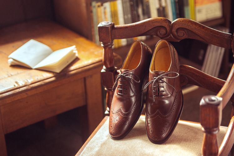 雕花鞋的故事