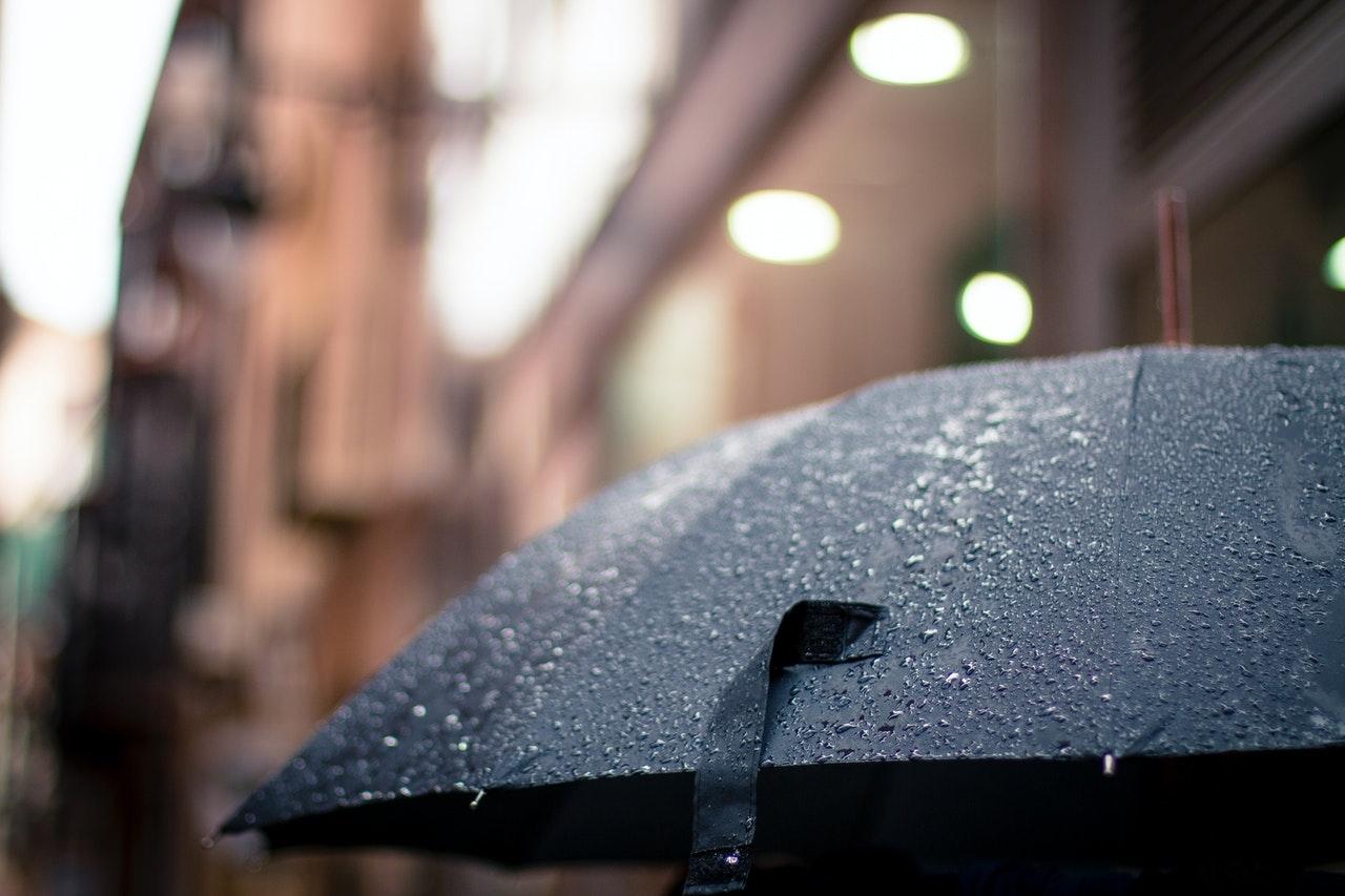 天氣不似預期|情侶拍拖的攻防戰