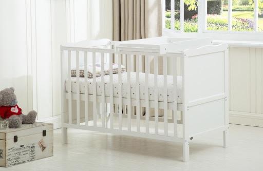 嬰兒床內被毯的安全