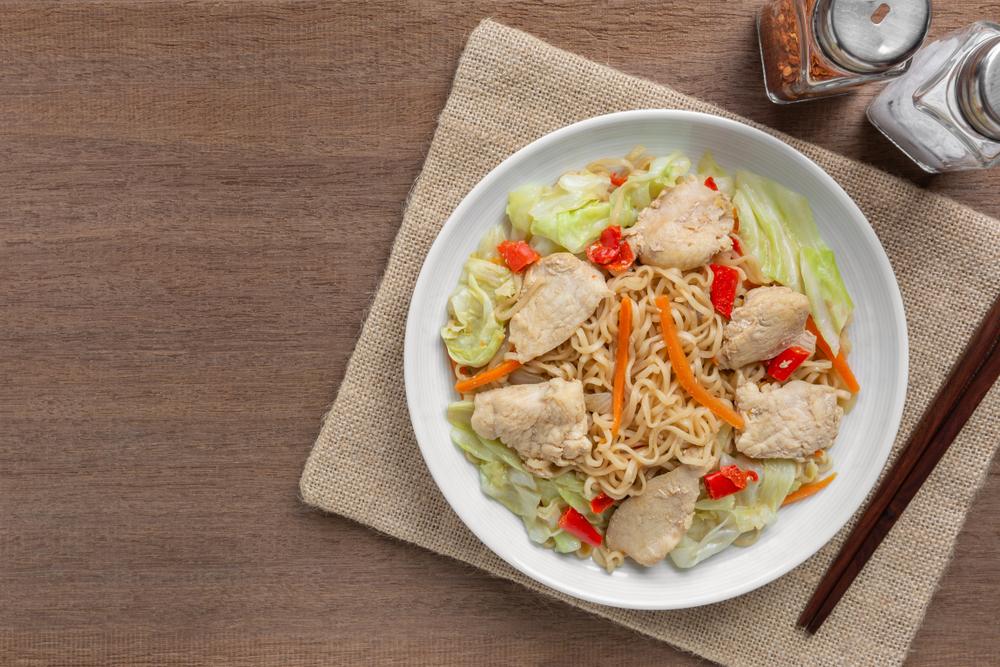 高麗菜雞肉炒泡麵食譜