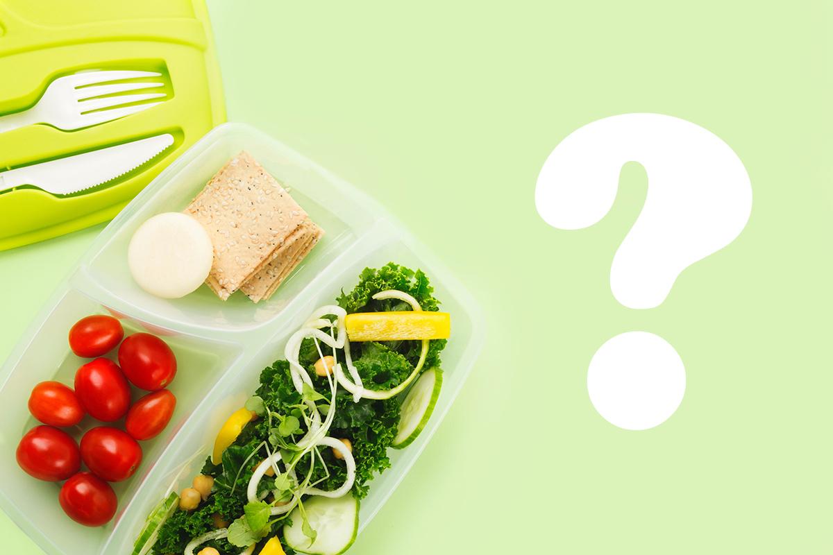 午餐盒、刀叉,生菜水果