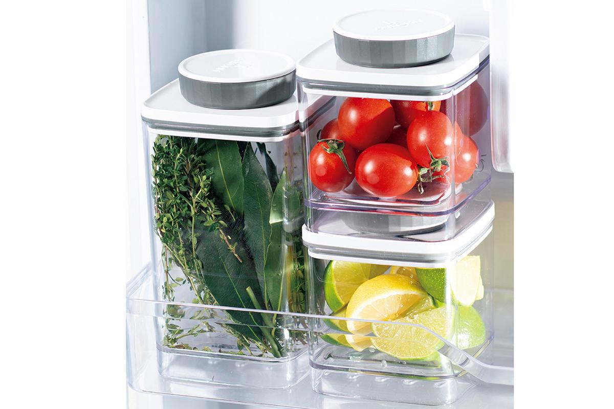冰箱裡有Ankomn真空罐裝香料、番茄、檸檬