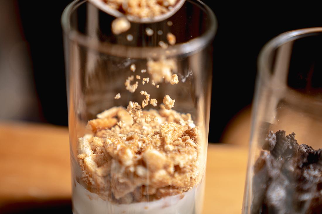 蜂蜜優格杯一起做做看,講求時間快速又需要滿滿營養的早餐嗎?只需要簡單幾步驟就可以做出豐富滋味多變層次的蜂蜜優格杯喔!搭上天然純淨的蜂蜜,營養早餐好吃又好看,一起來跟著簡單步驟做看看吧~