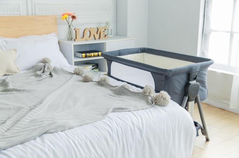 嬰兒床邊床