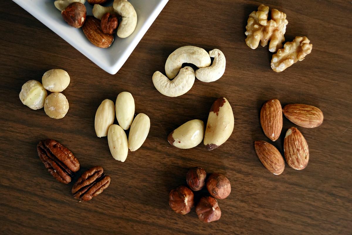 腰果、核桃、杏仁、夏威夷豆,各式堅果擺盤