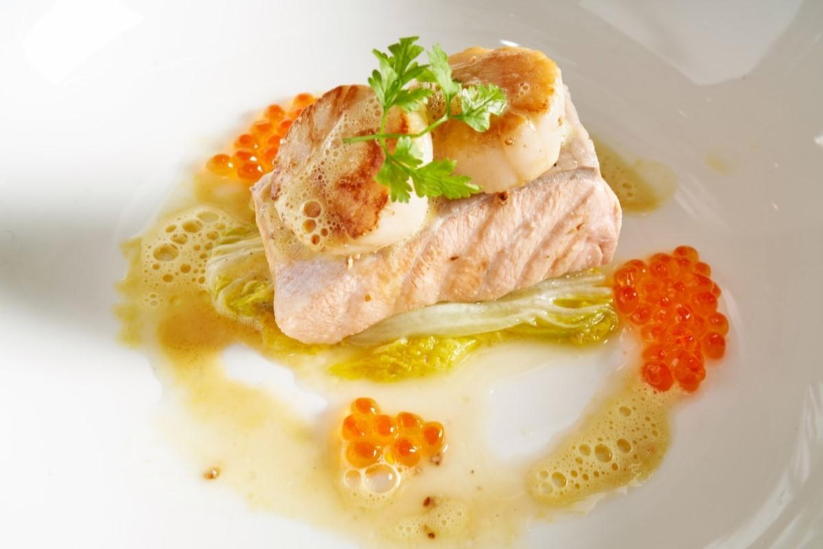 水波鮭魚奶油白菜襯魚子