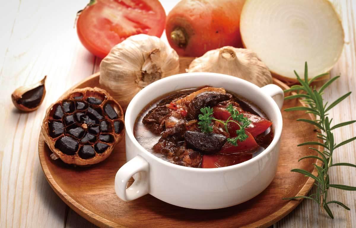 牛肉湯與黑蒜頭