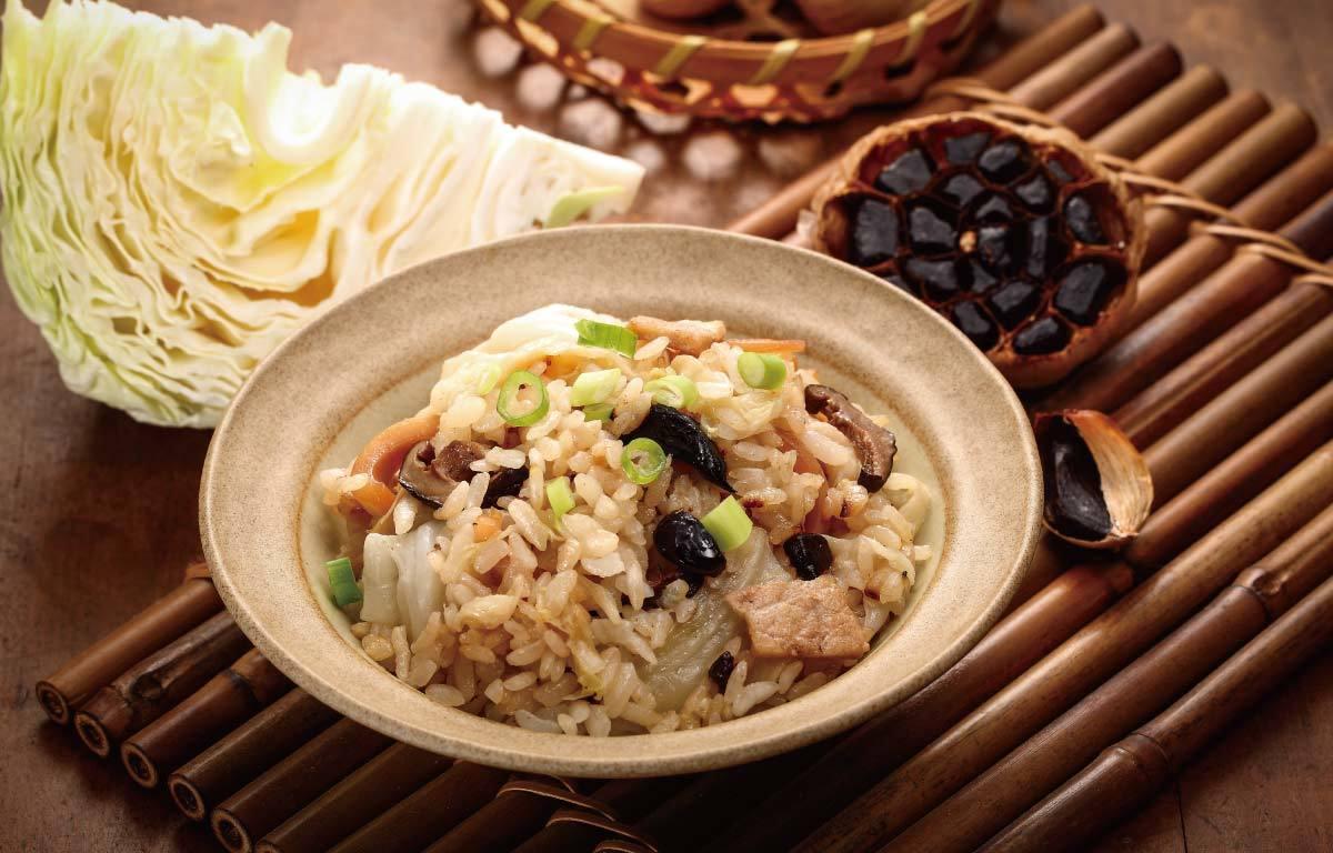 高麗菜燉飯與黑蒜頭