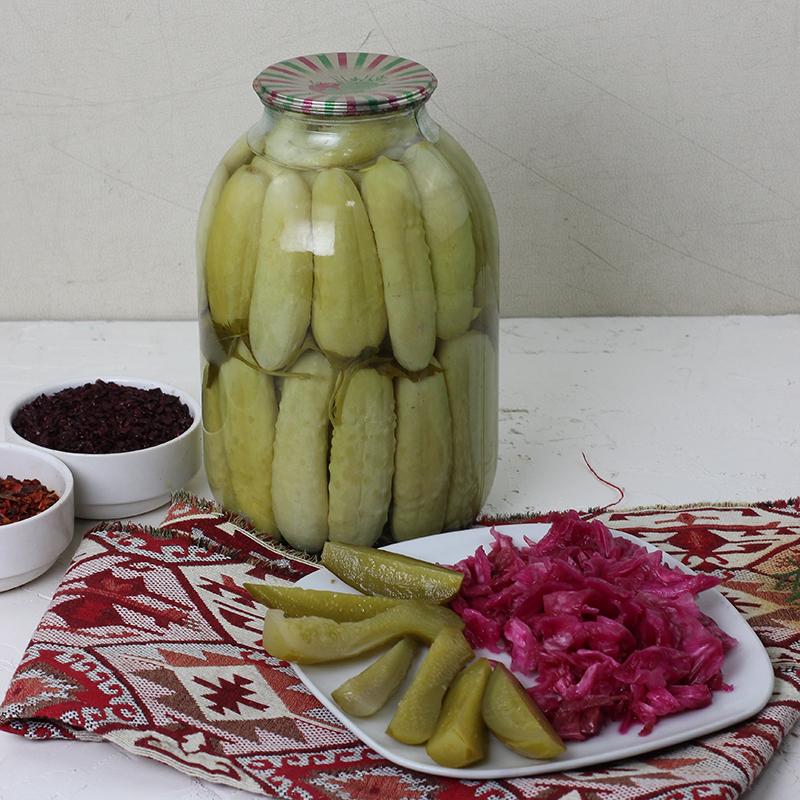 醃漬好的醬瓜,以及擺盤