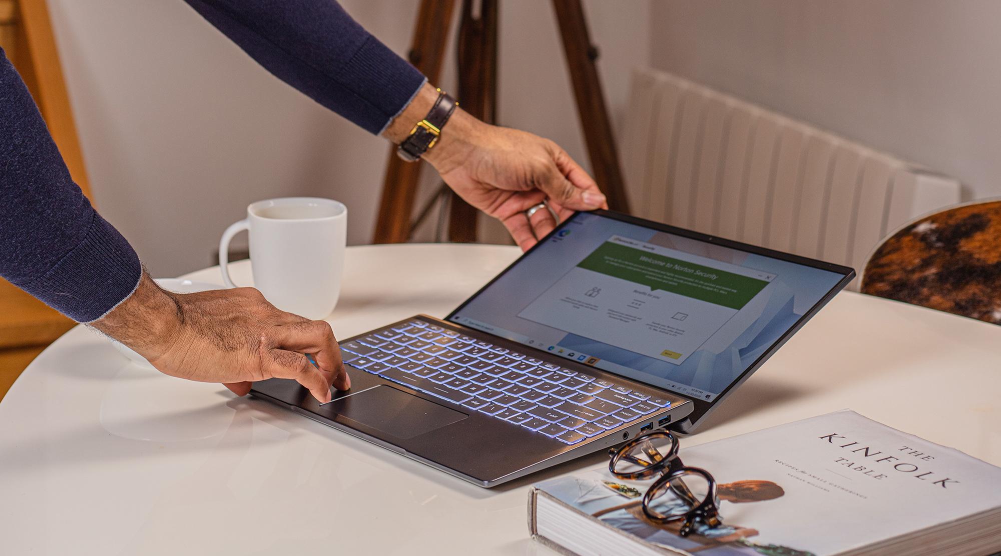 notebook手提電腦推介,筆記型電腦文書機-180度翻轉功能|MSI 微星香港 Modern 14 系列