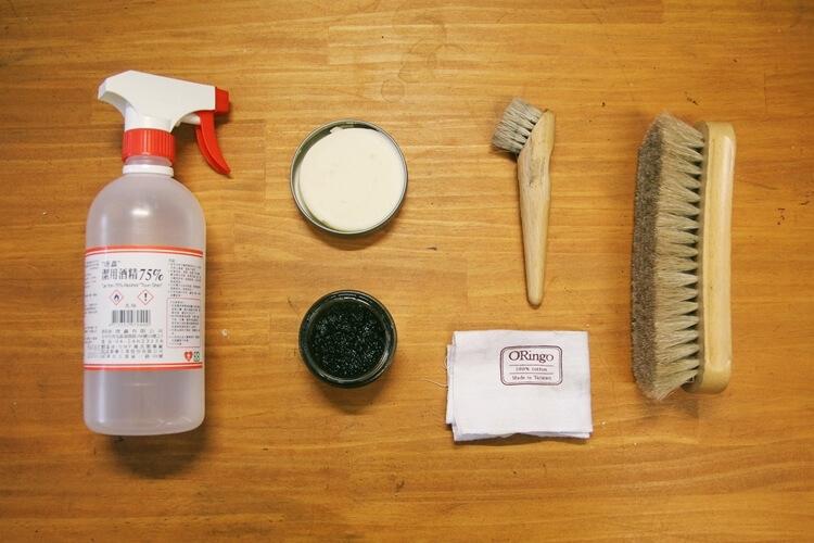 馬毛刷、酒精、乾棉布、鞋乳、鞋蠟、鞋油刷