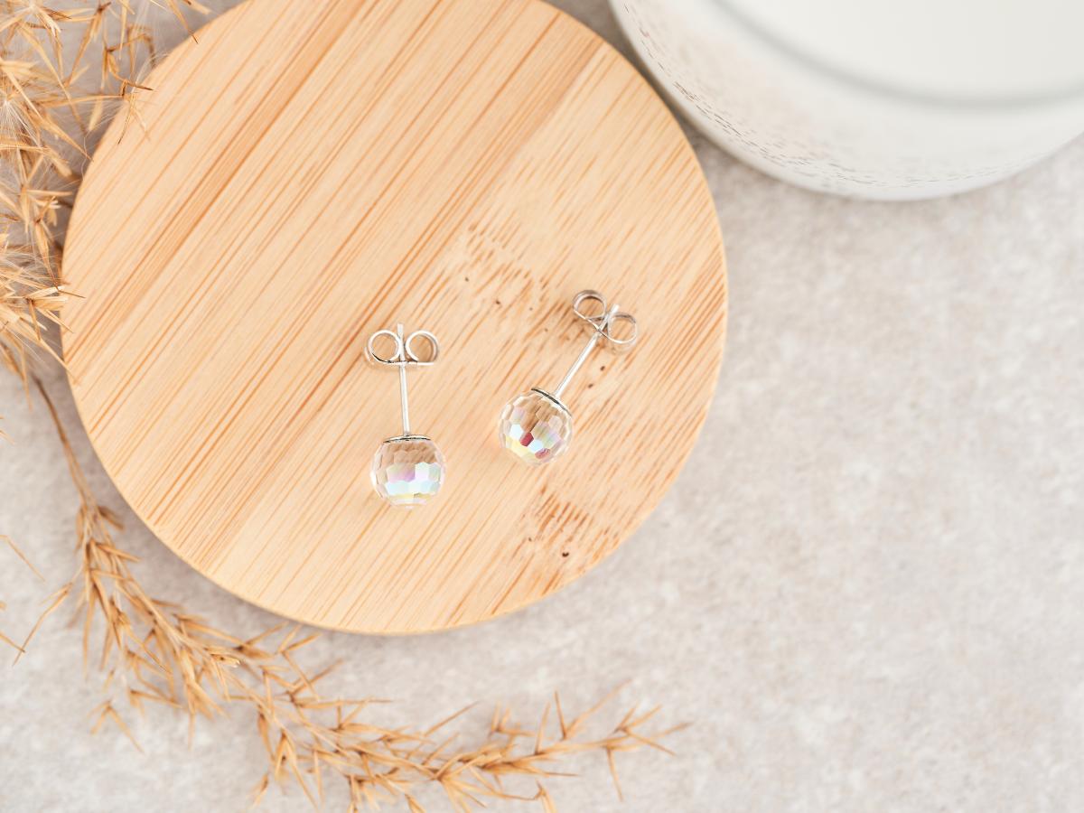 耳環耳針為防過敏通常會使用銀製作