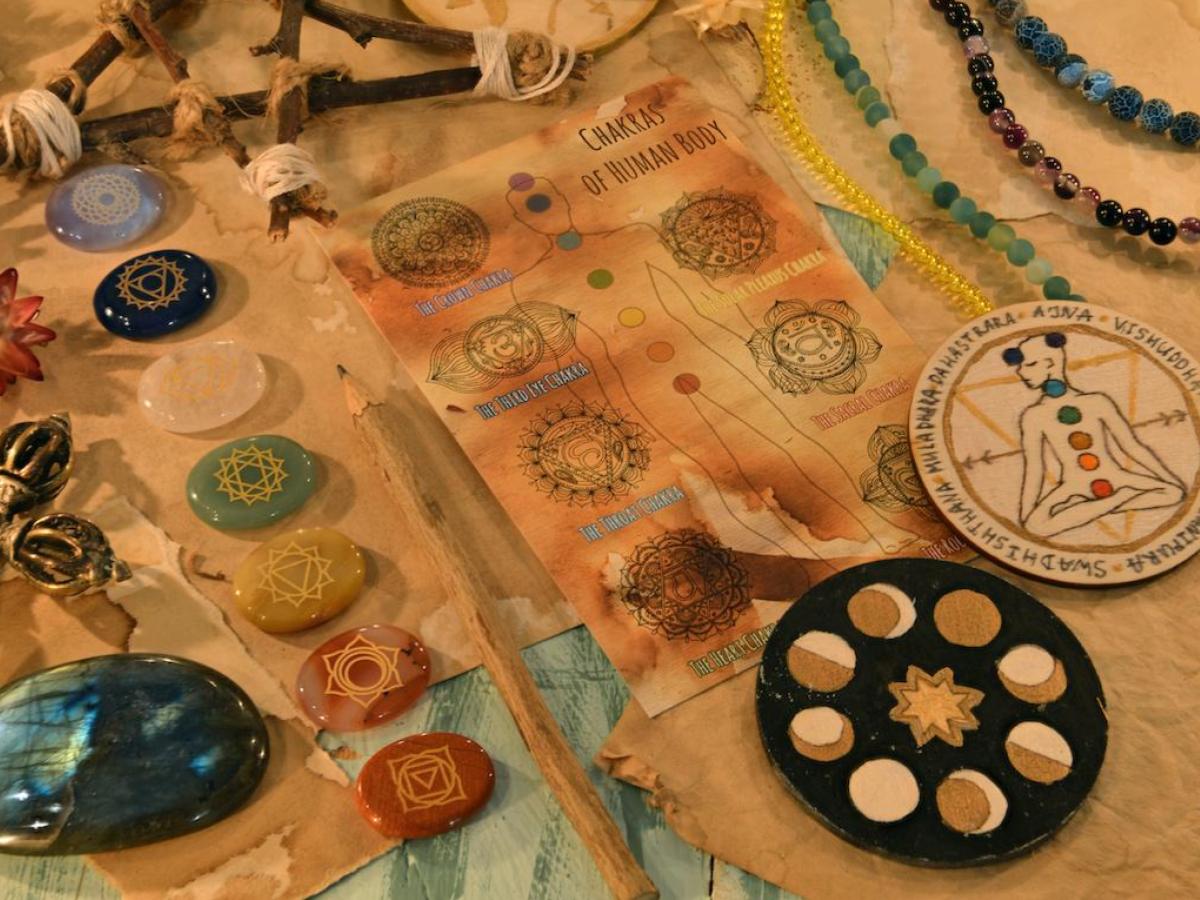 瑜伽士相信天體運行會影響人體,佩戴寶石可平衡能量。