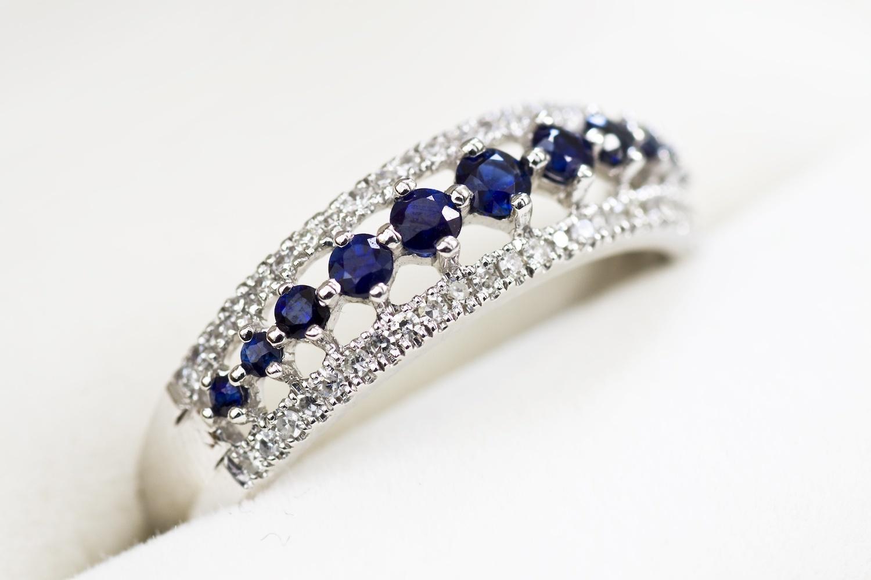 9月誕生石藍寶石象徵一心一意的愛,是訂婚戒熱門款。