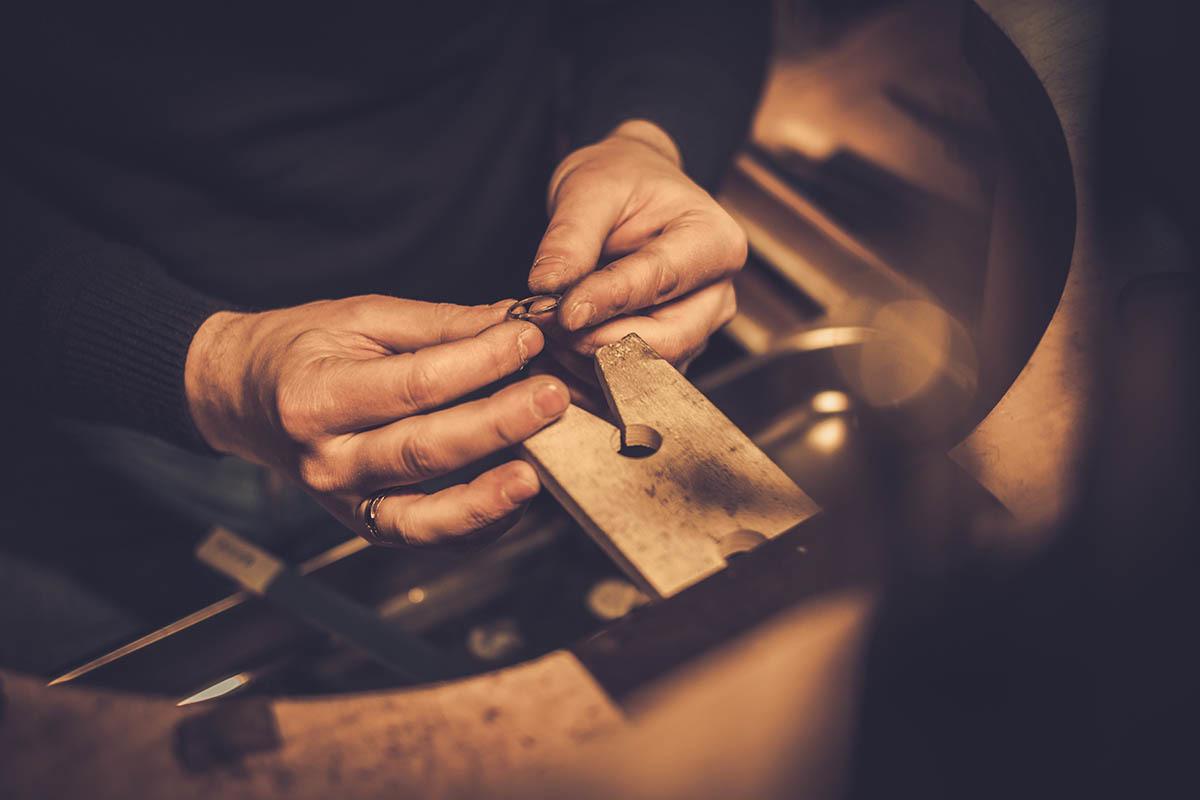 為什麼賣黃金會被扣重還要攜帶身分證,木村貴金屬來解答