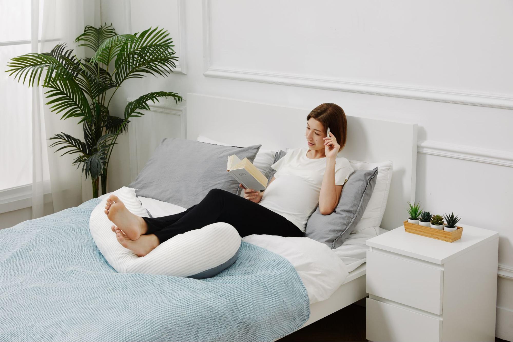 小孩學坐枕、學趴枕、懶骨頭推薦:一枕多用的月亮枕孕婦枕