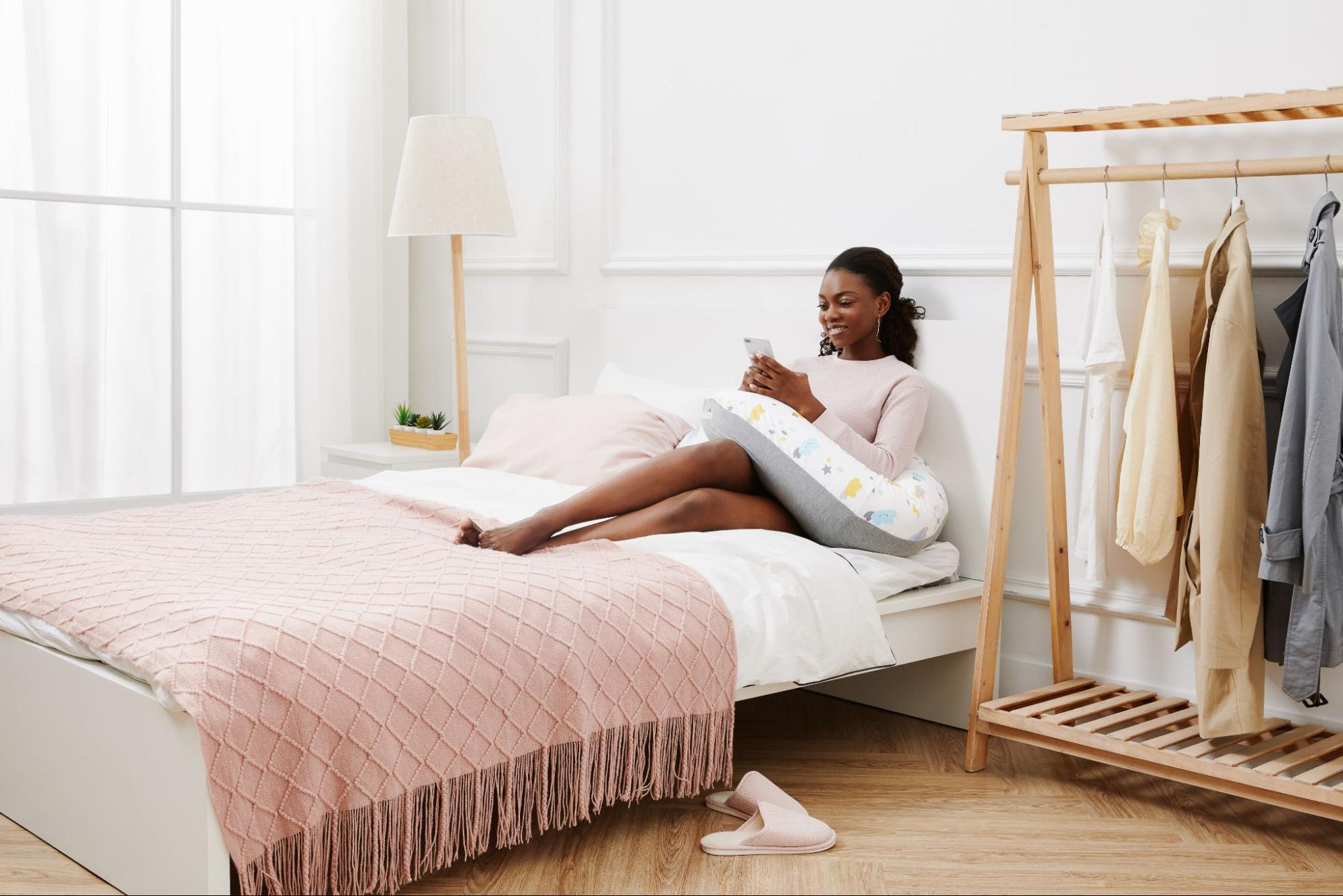 月亮枕孕婦枕可用來支撐身體