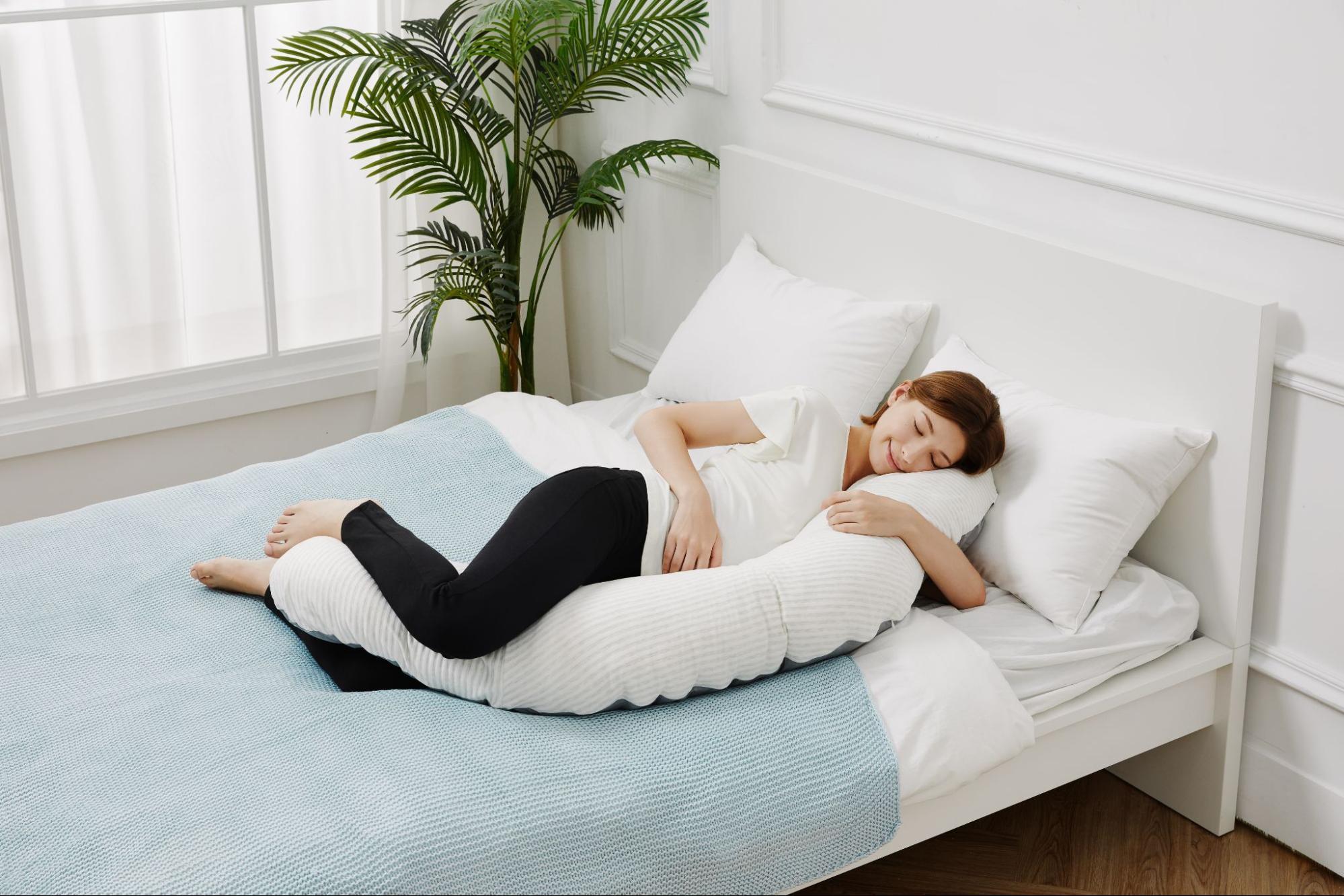 懷孕時使用月亮枕孕婦枕可減緩身體壓力