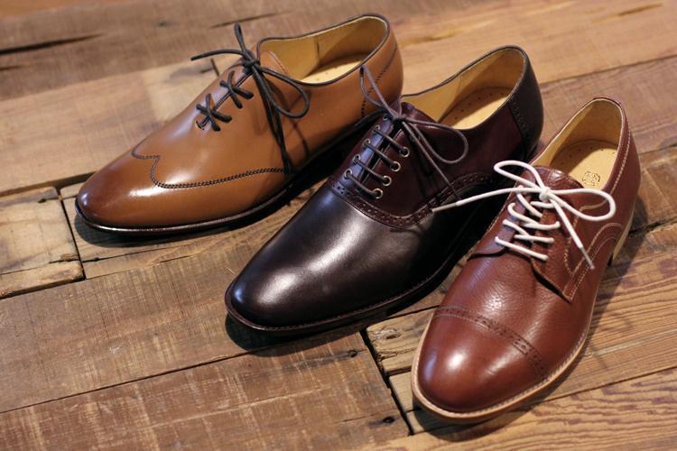 牛津鞋與德比鞋的鞋帶綁法展示