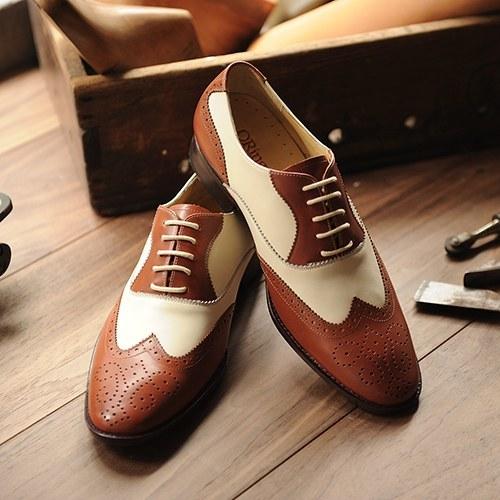 牛津鞋常用的圓形鞋帶來強調優雅感
