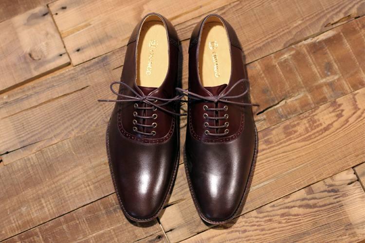 牛津鞋的使用的平行鞋帶綁法