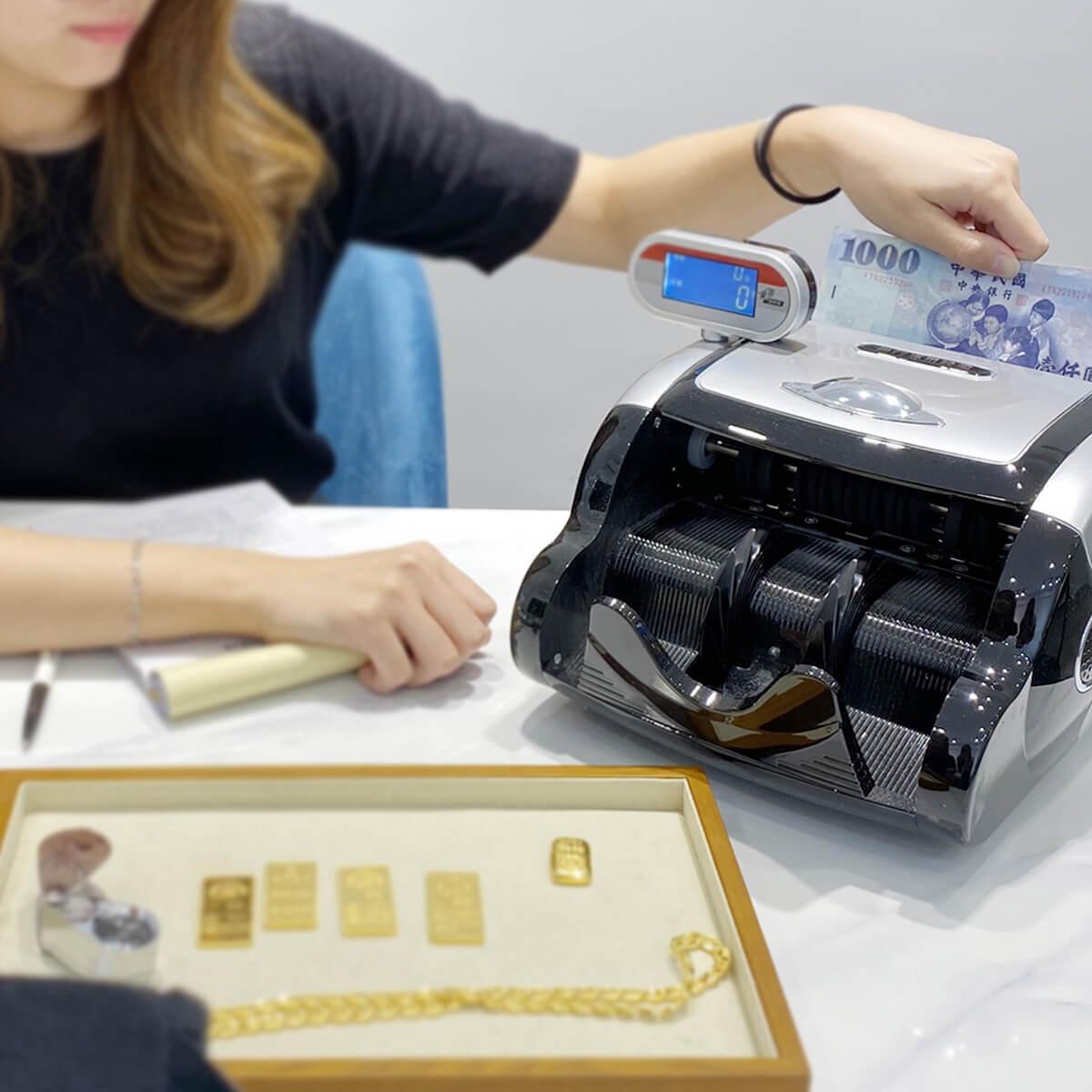 Step 4|依照當日黃金回收價格,現金支付 / 線上轉帳 / 超商或銀行匯款