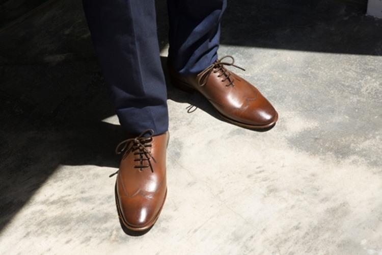 皮底的Wholecut 翼紋縫線牛津鞋 蜜棕色