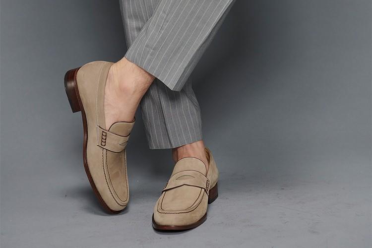 灰色西裝褲搭配牛巴戈經典雙縫線便仕樂福鞋晨暮灰色