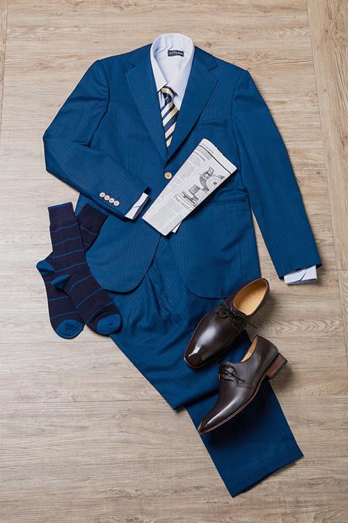 藍色西裝與咖啡色皮鞋搭配