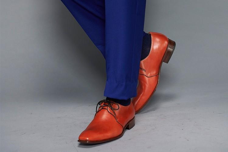藍色西裝搭配X-vamp雙孔德比鞋