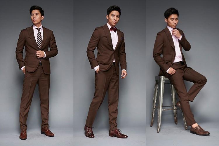 深咖啡色西裝與咖啡色皮鞋搭配