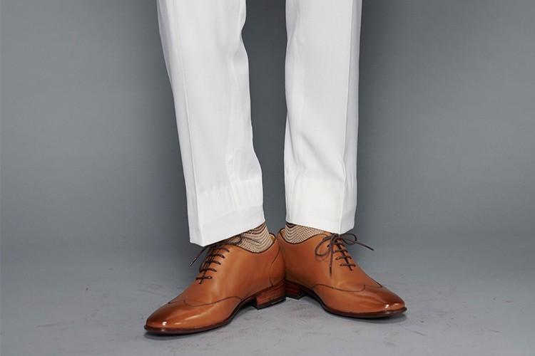 婚禮新郎白色西裝搭配whole-cut翼紋縫線牛津鞋