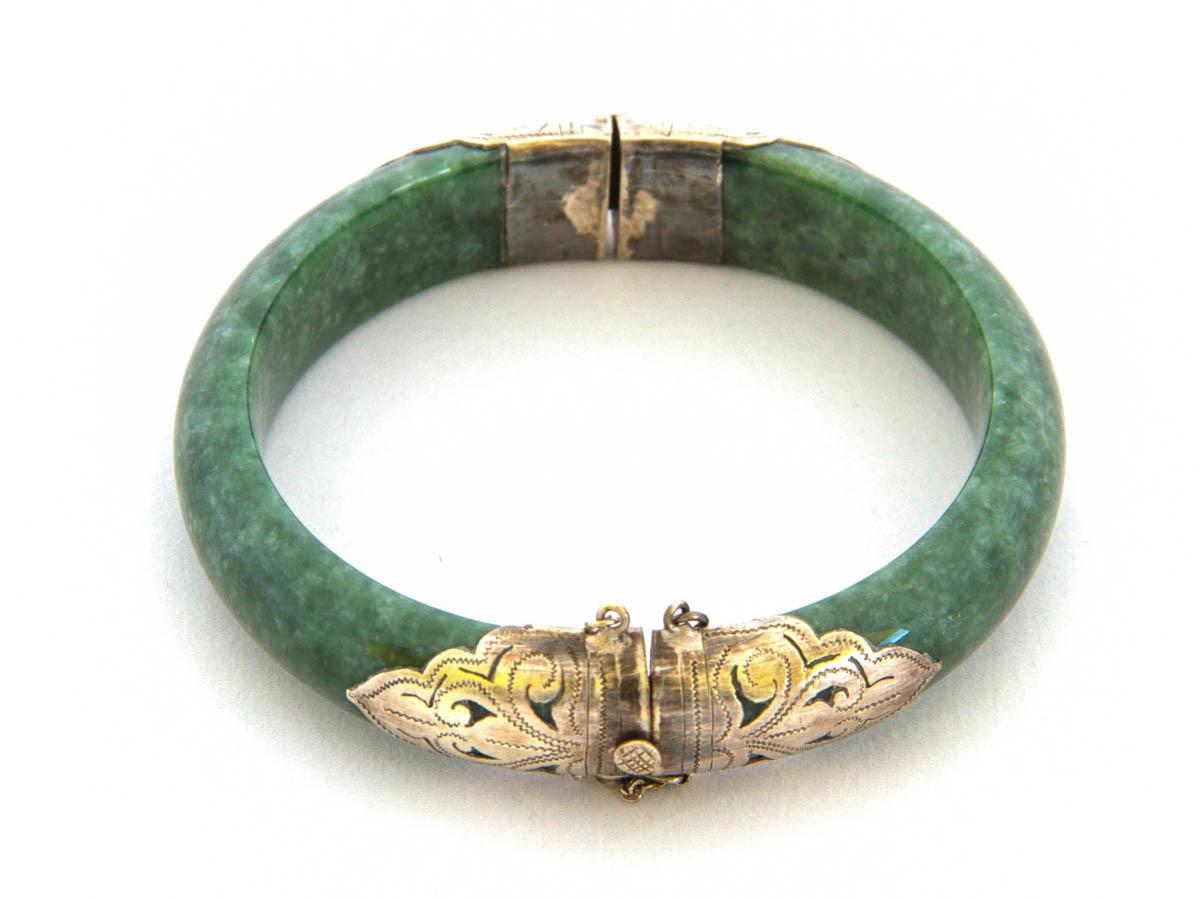 斷成兩截的玉鐲可以選擇包金後,搭配扣環設計成新款手環