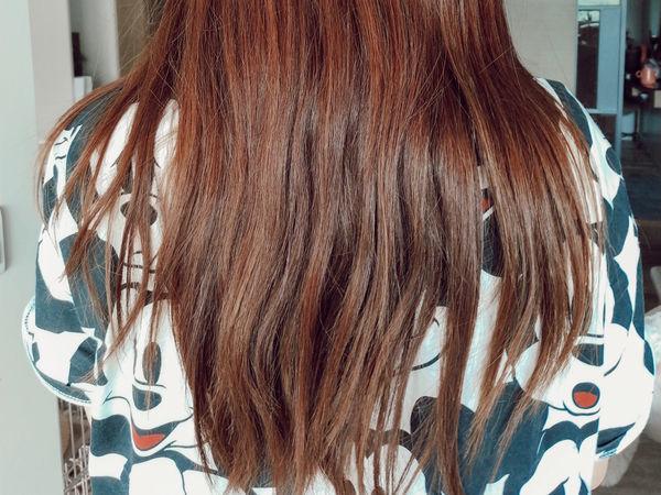 女生的頭髮背影照